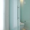 Cerrar el cuarto de baño con cristal traslucido
