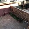 Subir muro entrada adosado y hacer jardinera de obra