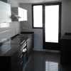 Incorporar en cocina una barra americana (encimera con plano de trabajo alto para colocar dos taburetes debajo)