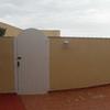 Instalar planchas de policarbonato para elevar la altura de un muro