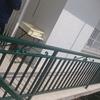Lijar y pintar escalera metalica exterior