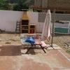 Diseño jardín con barbacoa y muy soleado