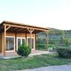 Casa de madera en terreno rústico