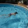 Revisar una fuga en la piscina
