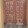 Reparar puerta de madera deteriorada por el agua