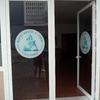 Suministro y colocación puerta metálica enrollable manual