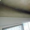 Limpieza de techo y paredes de daño de humo en salon de casa