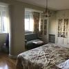 Poner una moldura de escayola en un salón y un dormitorio