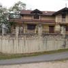 Muro de contención parte baja bloques, y superior piedra