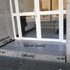 Instalar Rampa de Granito y Pasamanos (Accesibilidad)