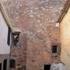 Construcción de estructura interior en casa de pueblo con fachada existente