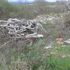 Limpieza de residuos inertes no tóxicos y de varios tamaños esparcidos en terreno