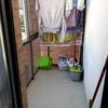 Cubrir un tendedero en un balcón