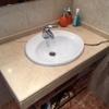 Sustituir encimera de marmol lavabo rota
