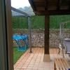 Poner lateral a un porche en jardin