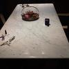 Pulir tablero de mesa de marmol