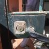 Cambiar cerradura y manera de reja metalica