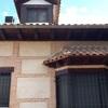 Colocar barrera anti pájaros en el tejado