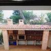 Barbacoa y techo con tejas