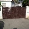 Instalar puertas aluminio blancas acceso chalet