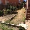 Hormigón y jardineras en parcela