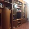 Colocar tarima en toda la casa con mueble en el comedor hasta el techo de forma redonda