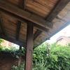 Porche de madera, reforma, sustituir 3 columnas por 2 más gruesas y viga