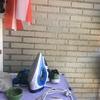 Mueble sobre secadora y mueble con estantes