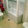 Cambiar bañera por plato de ducha antideslizante con mampara y columna de hidromasaje