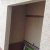 Suministro e instalación de puerta de aluminio tipo mallorquina