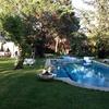 Tarima alrededor de la piscina