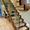 Dos escaleras en acero