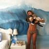 Pintar un mural de una ola del mar rompiendo