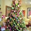 Decorar un árbol de navidad en hospital