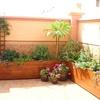 Jardinera de madera a medida en gran terraza
