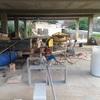 Construcción parcial casa pared y poner suelo baldosas