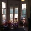 Cortinas tipo estore salón tres ventanas largas