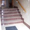 Colocar plataforma salva-escaleras en portal