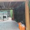 Carpintería  madera  pergola reparación madera pino de unos 40 metros cuadrados  y en la parte superior  lona especial  para evitar filtraciones de agua de lluvia
