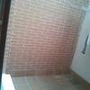Apertura de hueco en fachada de un patio de luces e instalar una puerta de paso