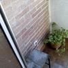 Demoler solado, ampliar hueco de paso y levantar carpintería para incorporar terraza a salón