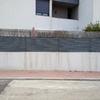 Lijar y pintar valla exterior de casa