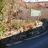 Muro de piedra y terminar tejado porche