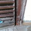 Reparar bisagra puerta acceso calle garage