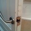 Reparar manetas caídas puerta de baño