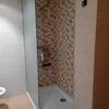 Cerrar ducha con puerta de cristal