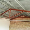 Estructura de hierro para el tejado de un  garaje