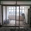 Separar el salón del balcón con una cortina de cristal