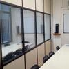 Separación oficina panel de cristal