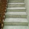 Escalera nueva, acabada y barnizada en comunidad de edificio de tres plantas en erandio (vizcaya)